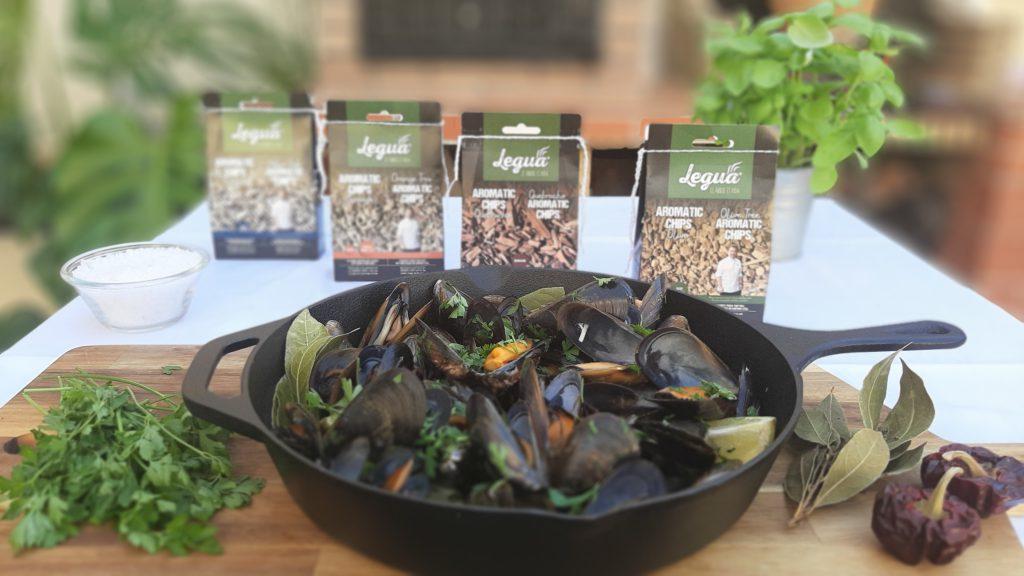 Aroma los mejillones al vapor ahumados con las diferentes Aromatic Chips Legua de encina, naranjo, quebracho y olivo.