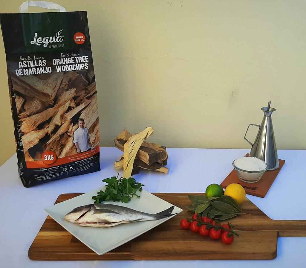 Los ingredientes de la dorada a la brasa humeada con astillas de naranjo 3kg.