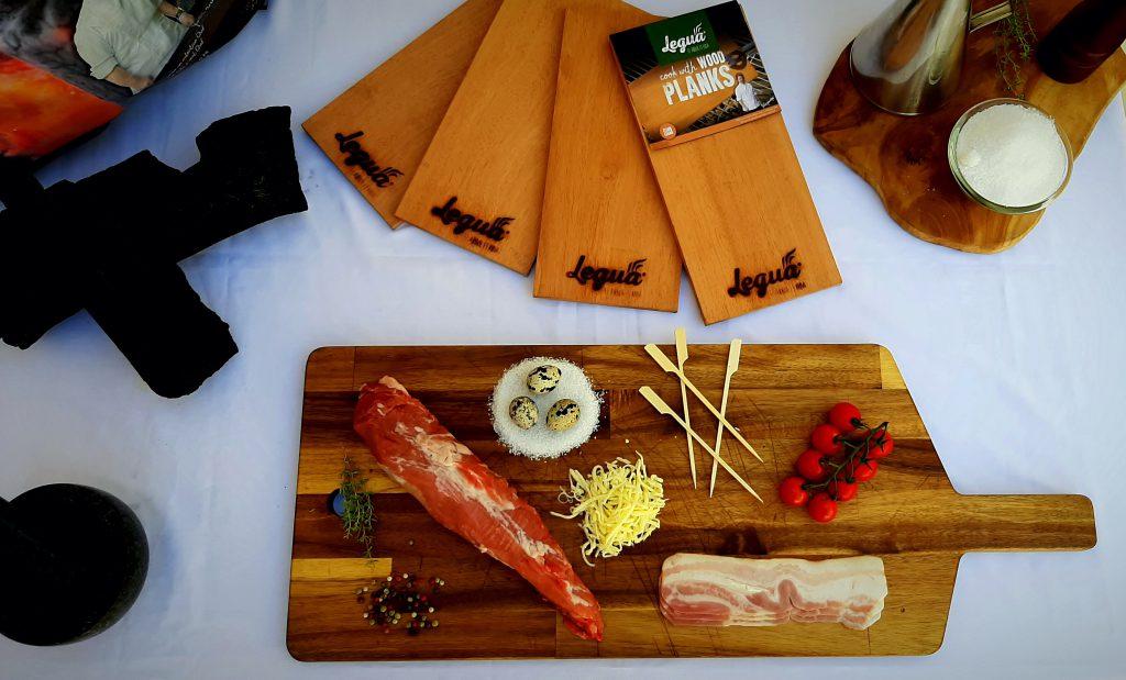 Ingredientes de los medallones de solomillo con carbón de quebracho sobre los wood planks.
