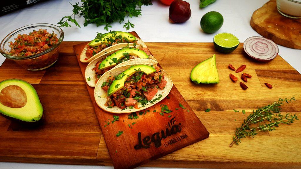 Cocina con wood planks de Legua