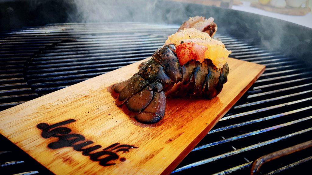 Cocina con pellet de sarmiento  y wood planks de Legua.