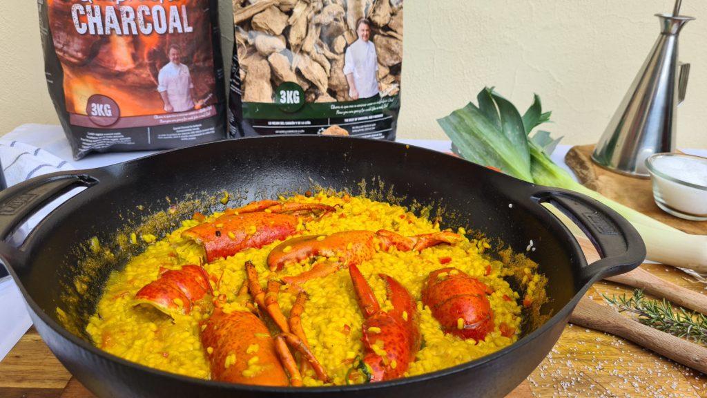 Cocina con carbón y astillas de olivo de Legua.